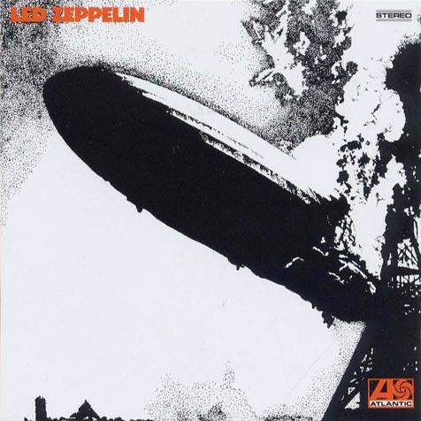 Capa, que retrata uma tragédia real da explosão do dirigível LZ 129 Hindenburg